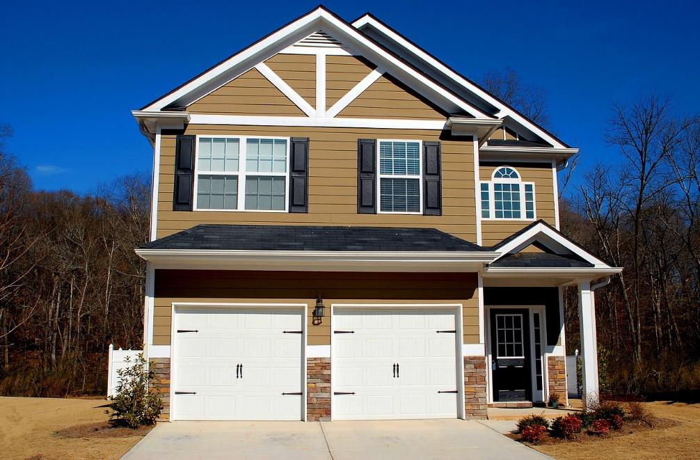 Trying To Sell Your Home With A Messy Garage Hold On