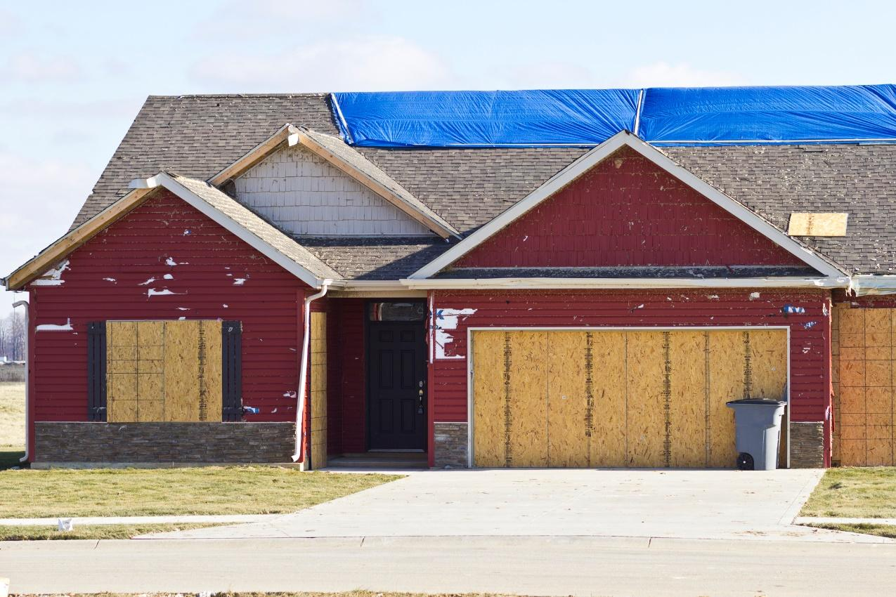 garage door storm tips